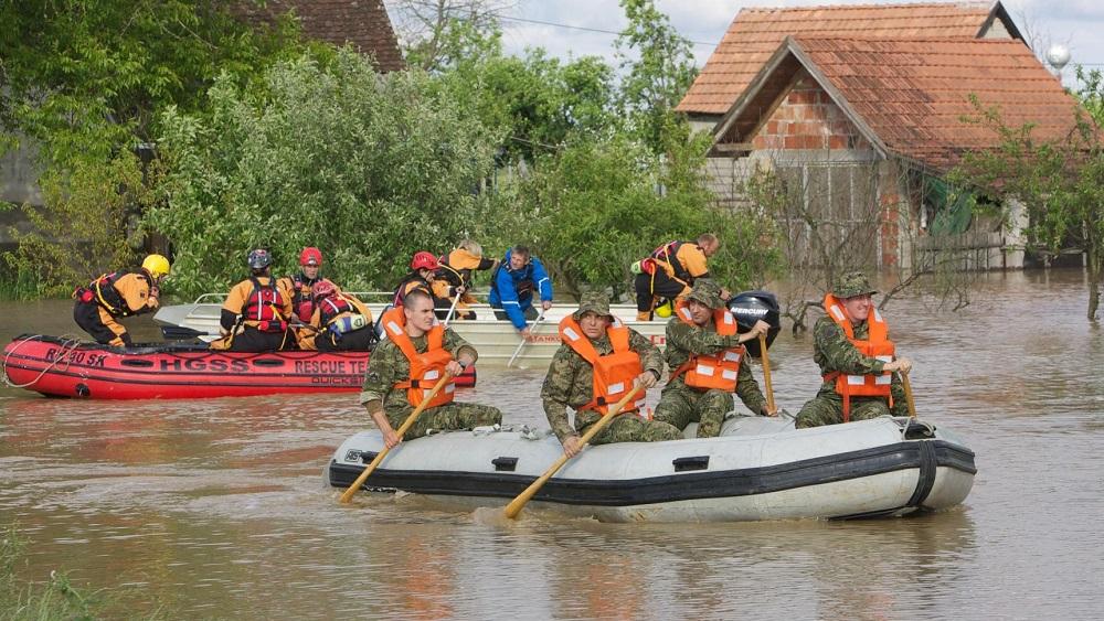 Drenovci, 17.05.2014 - U Rajevom selu Sava je probila obrambeni nasip, u tijeku je evakuacija stanovnistva